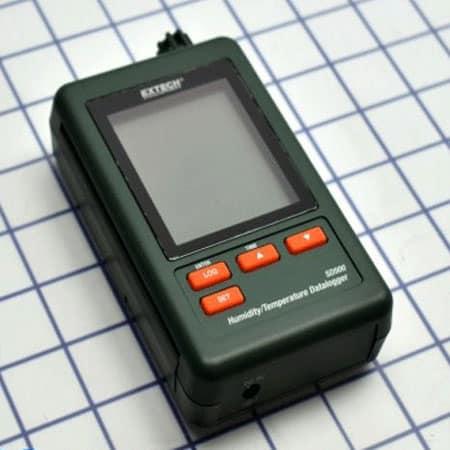 Máy đo nhiệt độ, độ ẩm Extech SD500 (có bộ ghi)